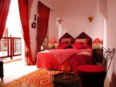 Kırmızı Yatak Odası (3)