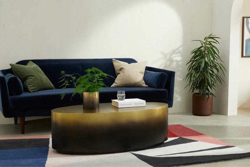 Oturma odası için oval metal masa