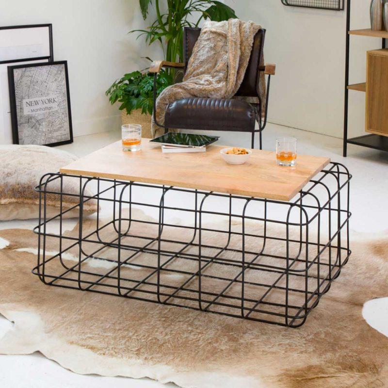Metal ve ahşaptan orijinal oturma odası masası