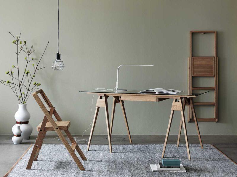 Cam kapaklı tasarım masası