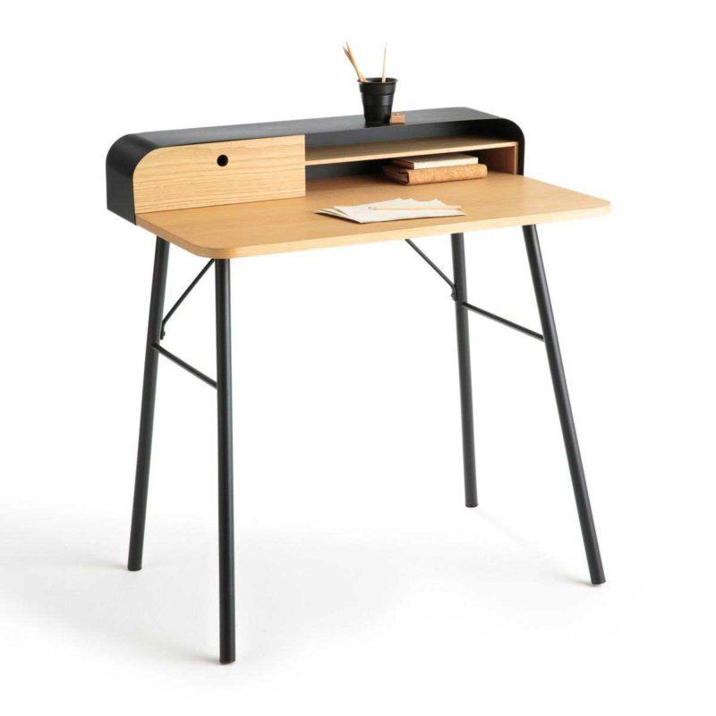 Metal ve ahşaptan modern tasarıma sahip küçük masa