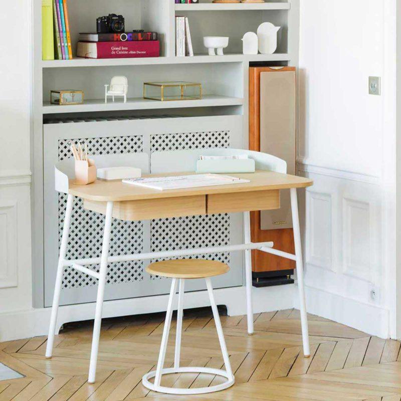 Beyaz ve ahşap tasarım masası