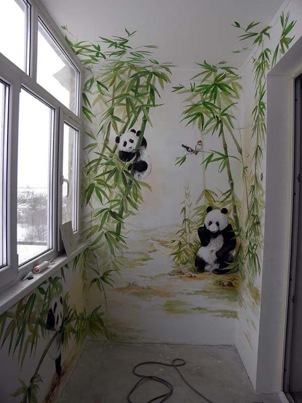 Odada rahatlık yaratmak için duvara bir resim uygulamak