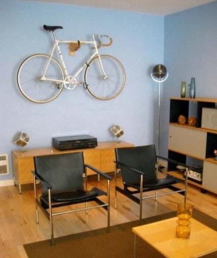 Bisikletli Genç Odaları (1)