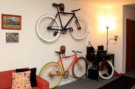 Bisikletli Genç Odaları