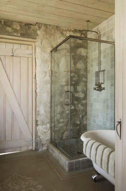 banyo-dekorasyon-modelleri-tas-ve-eskitme-ahsap-kullanilan-banyo-lavabo-ve-mobilya-secimleri-12