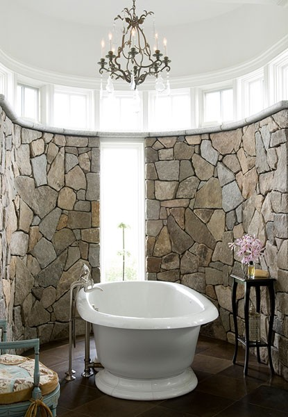 banyo-dekorasyon-modelleri-tas-ve-eskitme-ahsap-kullanilan-banyo-lavabo-ve-mobilya-secimleri-6