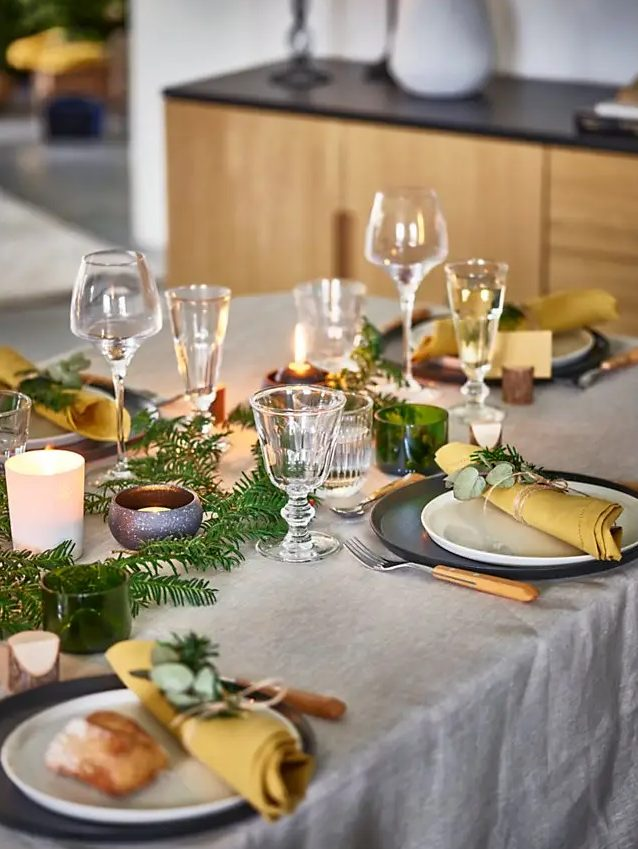 Minimalist bir tasarıma sahip düz tabaklar, masanıza anında şık ve karakterli bir dokunuş getiriyor