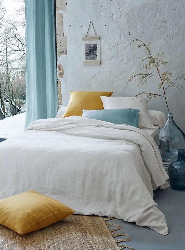 Yıkanmış çarşaf, odanıza doğal bir dokunuş getiren zarif ve doğal bir malzemedir.