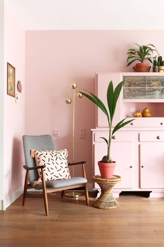 Romantik bir görünüm için pastel pembe kullanın