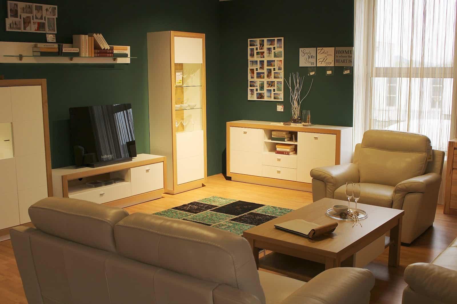 Oturma odasında Feng Shui unsurları - ahşap