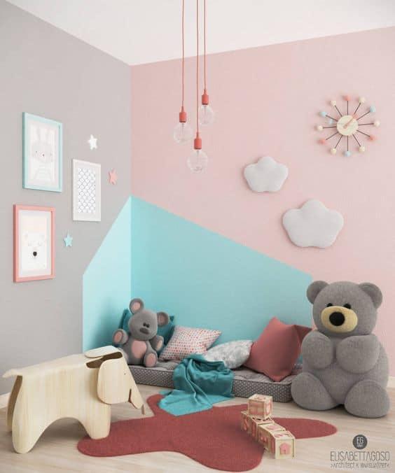 Her rengin bir duvarını boyayın