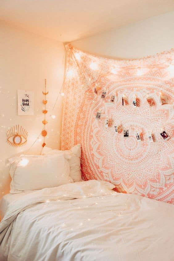 Duvara bir battaniye asın