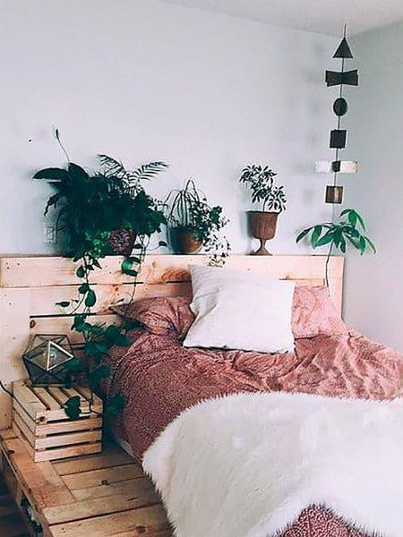 Yatak odanıza (dikey) bir bahçe dikin