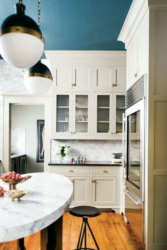 2-Tavanı boyamayı seçin ve orijinal bir ayrıntı ekleyin