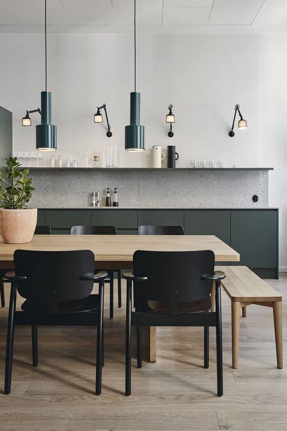 Duvar ve sarkıt lambalarla şık bir mutfak oluşturun