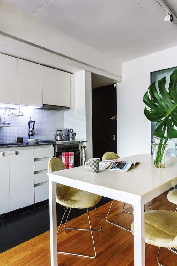 Mutfakta masanız var mı?  Bitkileri merkeze yerleştirin