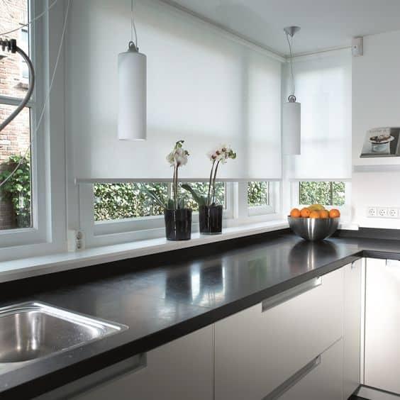 Stor perde ile modern bir mutfak yaratın