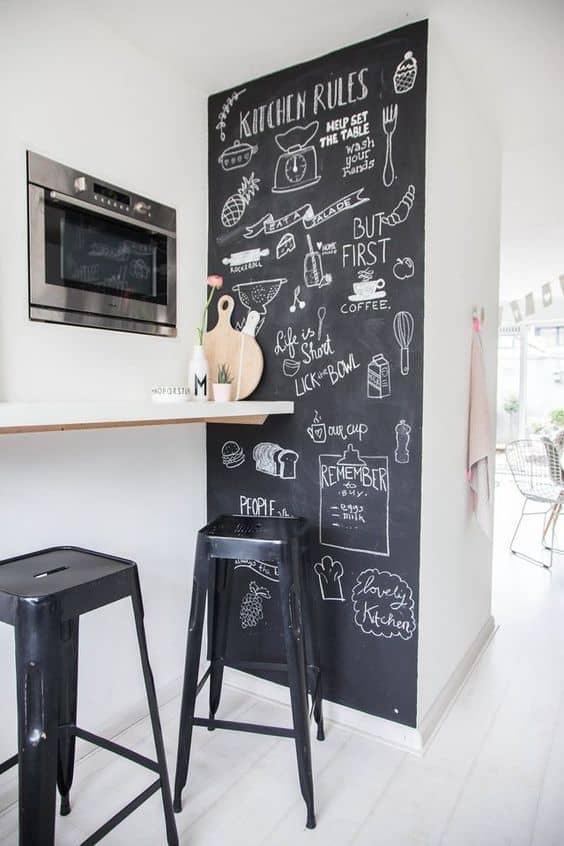 Kara tahta ile bir duvarı vurgulayın