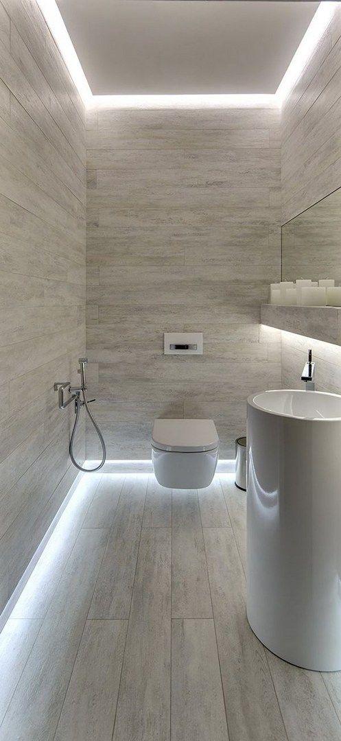 Odanın kenarlarında ışıklarla modern bir görünüm