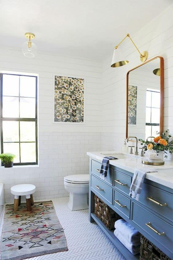 Bir fotoğrafla beyaz bir duvara ilgi ekleyin