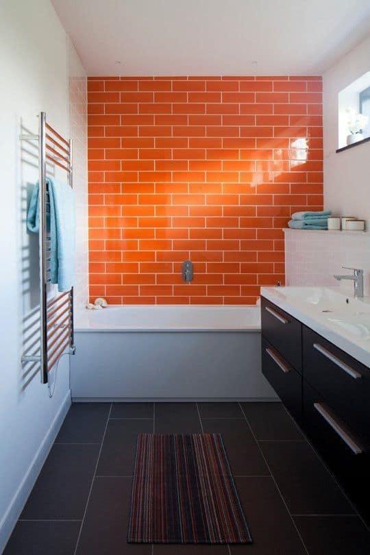 Neşeli ve rahat bir banyo ister misiniz?  Turuncu senin rengin