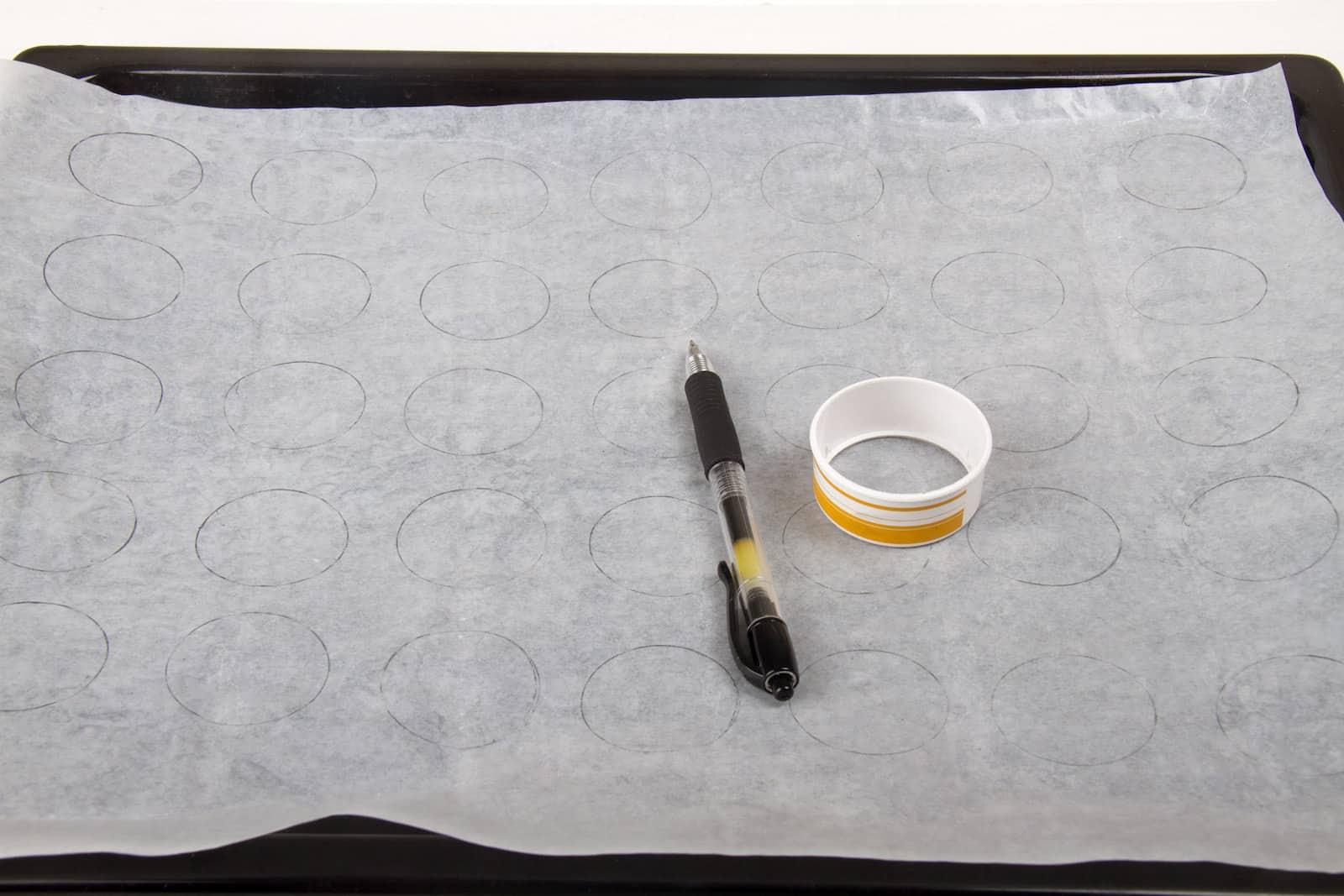 5- Tepsiyi ve mumlu kağıdı hazırlayın