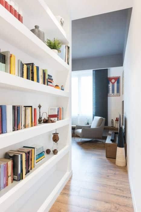 12-Koridorun duvarlarını kitaplarla doldurun