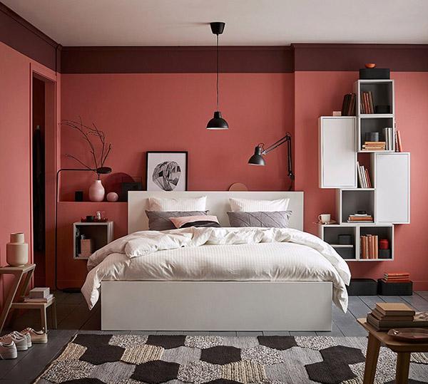 Mercan renginde neşeli ve güzel çift kişilik yatak odası