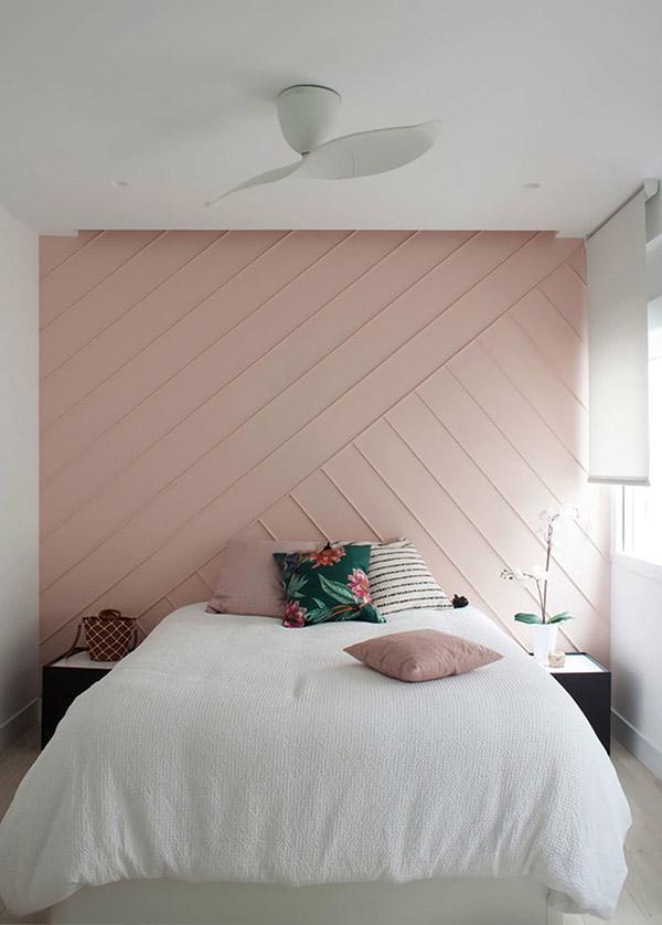 Soluk pembe güzel ve neşeli çift kişilik yatak odası