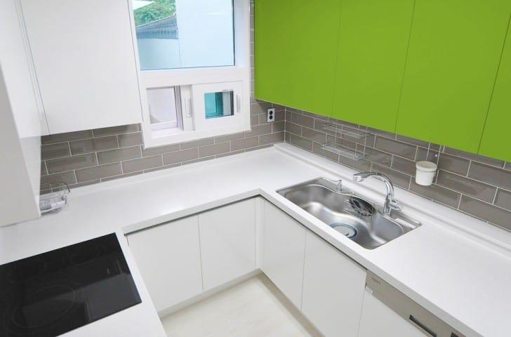 Yeşil ve beyaz mutfak
