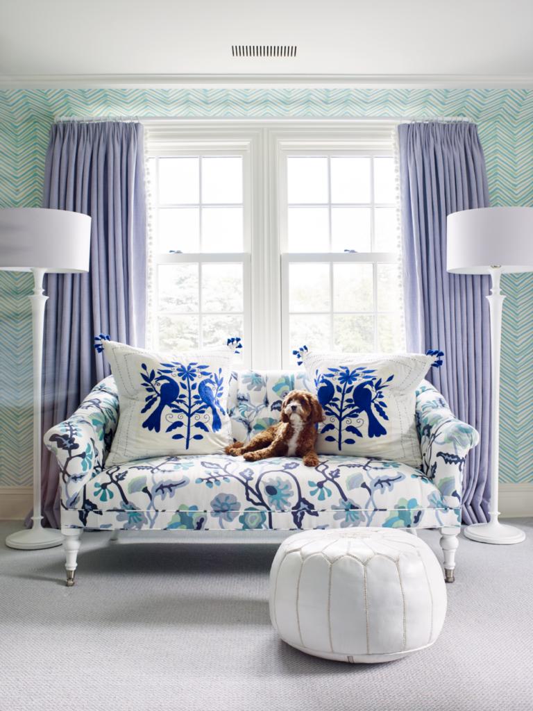 Oturma odası kanepe dekorasyon fikirleri mavi beyaz