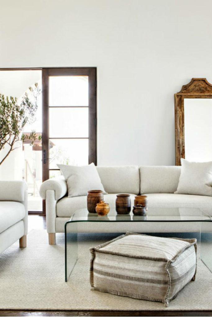 Beyaz ve beyaz oturma odası duvar resmi