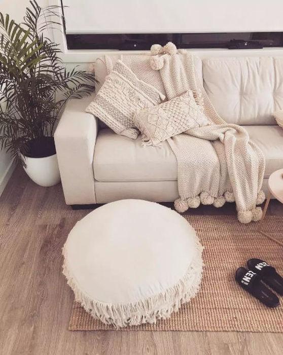 evde zen zen meditasyon odası dekorasyon köşe koltuk minderleri