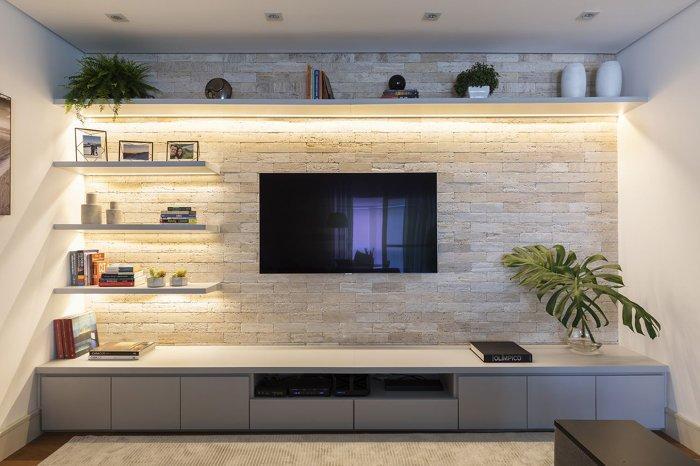 rafları vurgulamak için led bantlı tv paneli