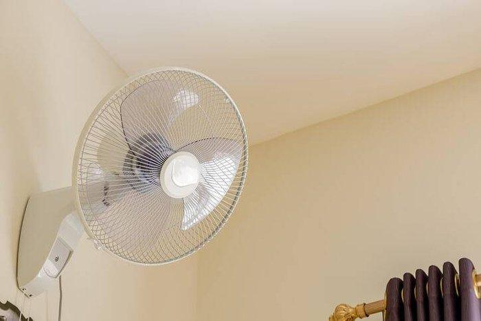 duvar fanı daha az enerji kullanan bir seçenektir