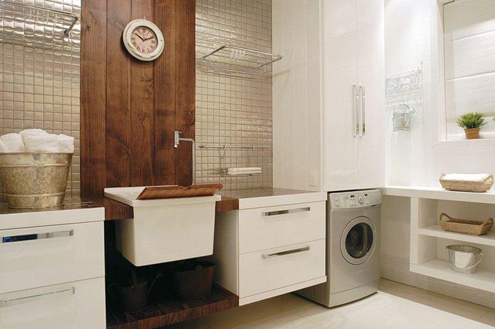 geniş çamaşır alanı, kıyafetleri asmanıza ve kurutucudan kaçınmanıza olanak tanır