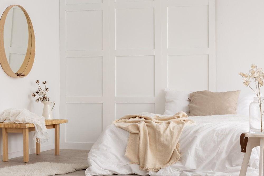 Küçük bir yatak odasının dekorunu yenilemek için 4 fikir
