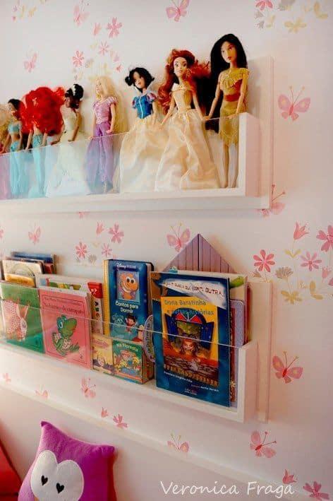 Kitaplar ve oyuncaklar için dar raflar seçin