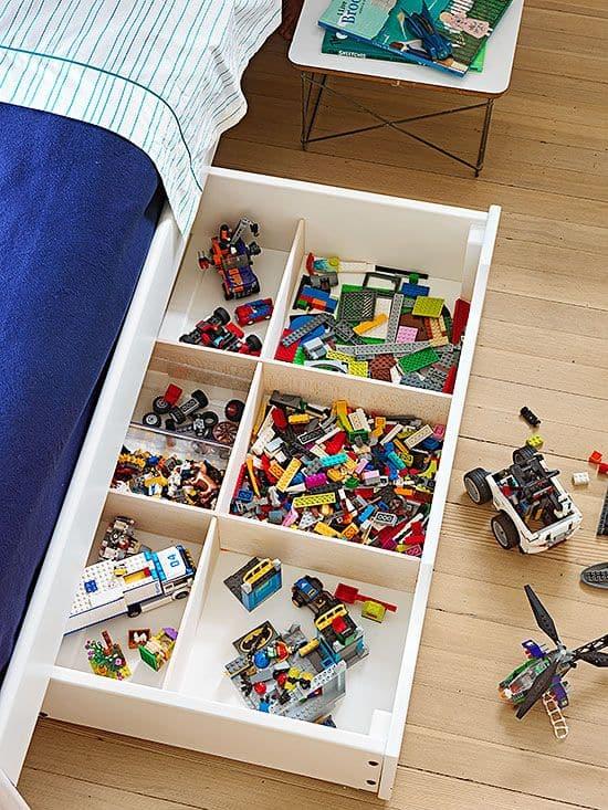Yatağın altındaki çekmecelerde oyuncakları saklayın