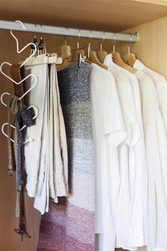 Giysilerinizi ürüne göre ve uygun askılarla düzenleyin