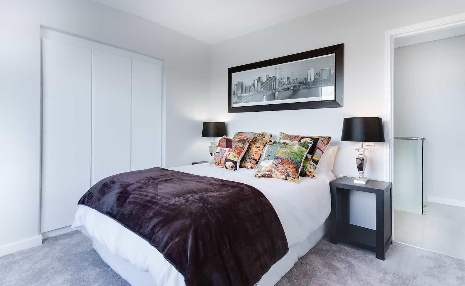 yatak odanızı modern resimlerle dekore etmek için fikirler