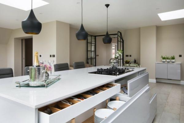 ada ile modern mutfak lüks mutfak mobilyaları zarif sarkıt lambalar