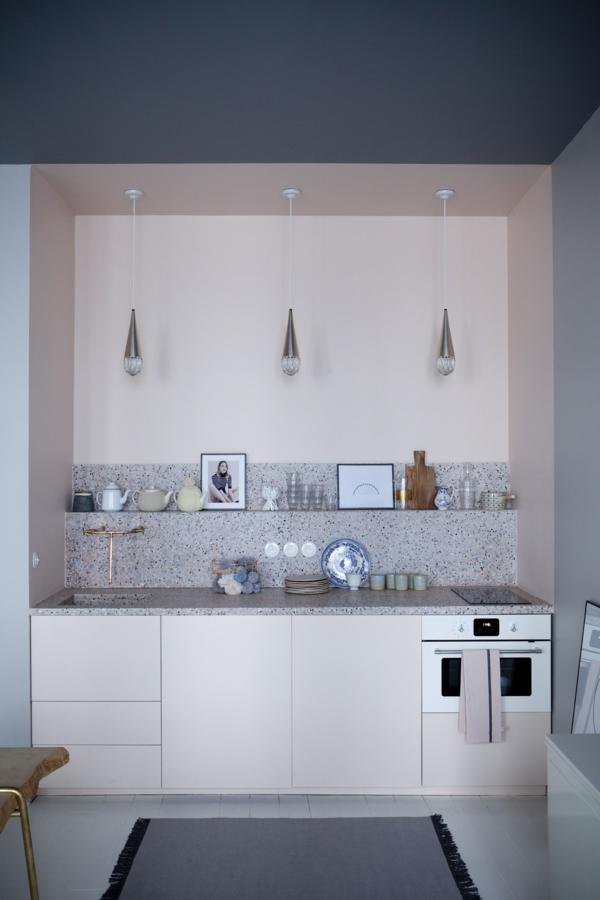 boya mutfak renk fikirleri güzel mutfak vurgu duvar pastel renkler asılı lambalar