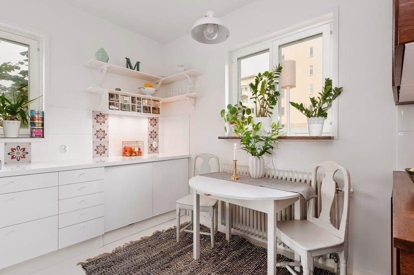 iyi dekore edilmiş küçük mutfak