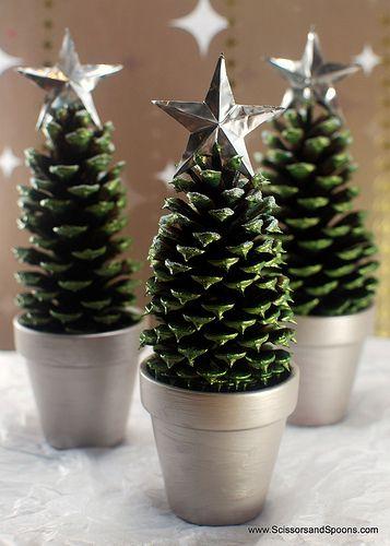 çam kozalakları ile Noel ağacı