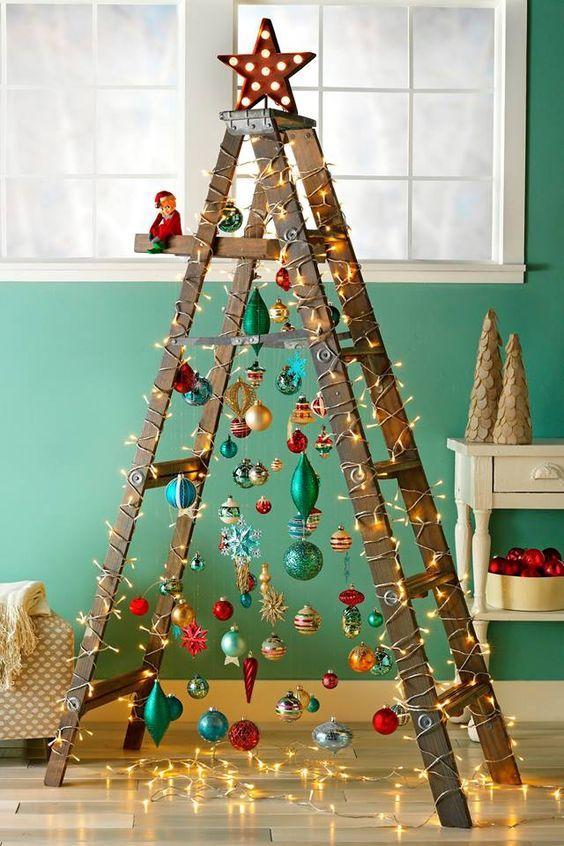 toplardan yapılmış Noel ağacı