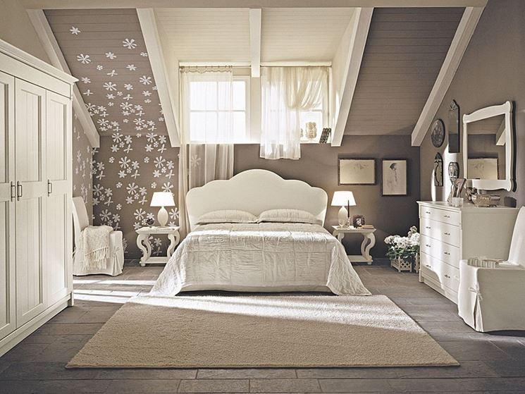 bir yatak odası tavan arasını döşemek