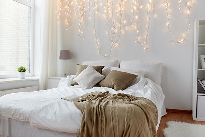 ışıklarla süslenmiş duvar
