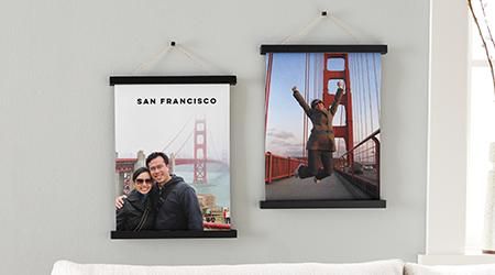 San Francisco Golden Gate Köprüsü'nün tuval baskılarını gri bir duvara asılı